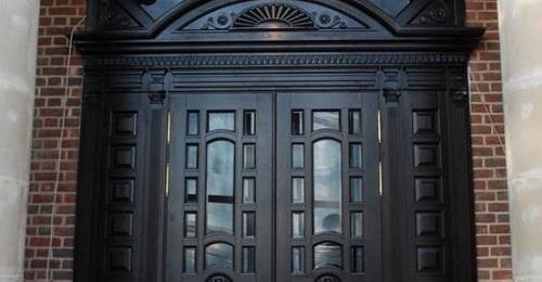 Двери из массива в Кубинке